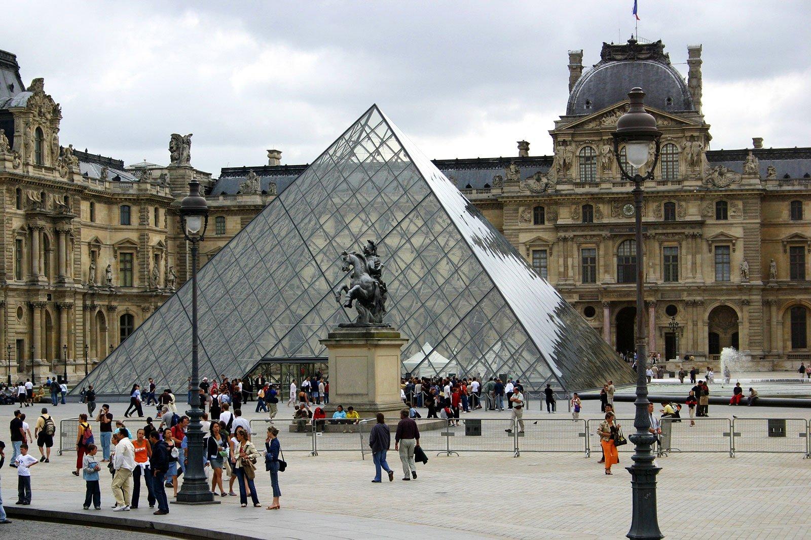 Лувр закрыли из-за забастовки сотрудников