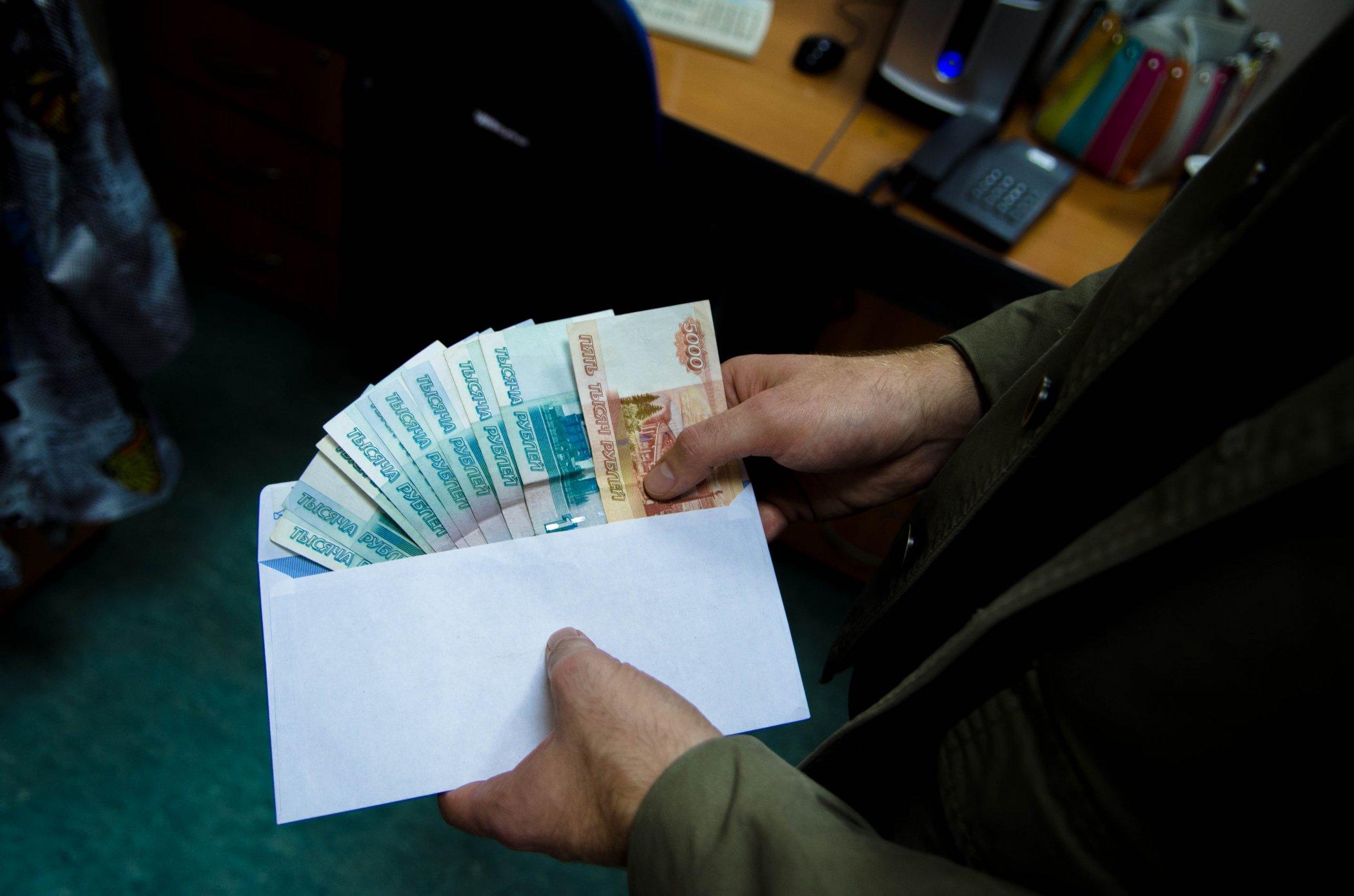 Средняя сумма взятки в России в 2018 году составила 609 тысяч рублей