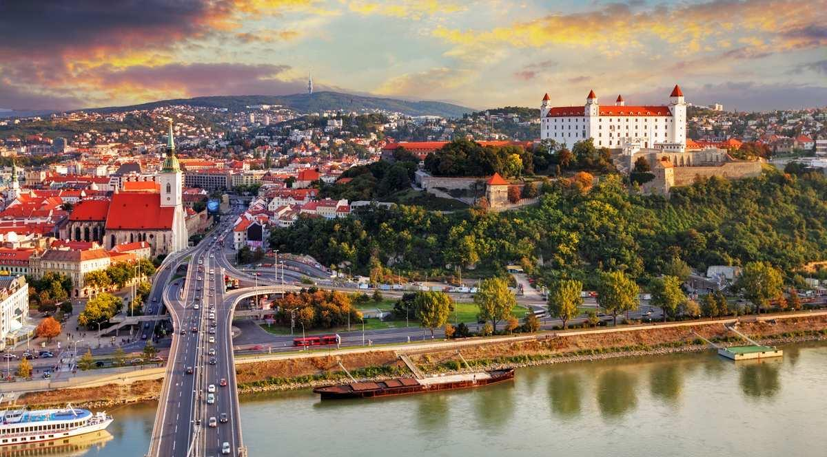 Глава МИД Словакии нанесет визит в Казахстан