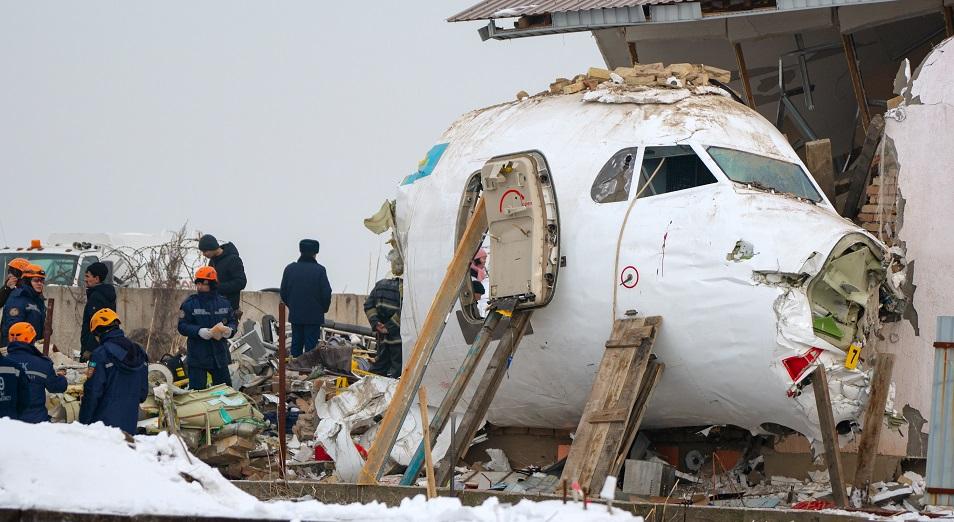 В интернете появилось видео падения самолёта Fokker-100 в аэропорту Алматы