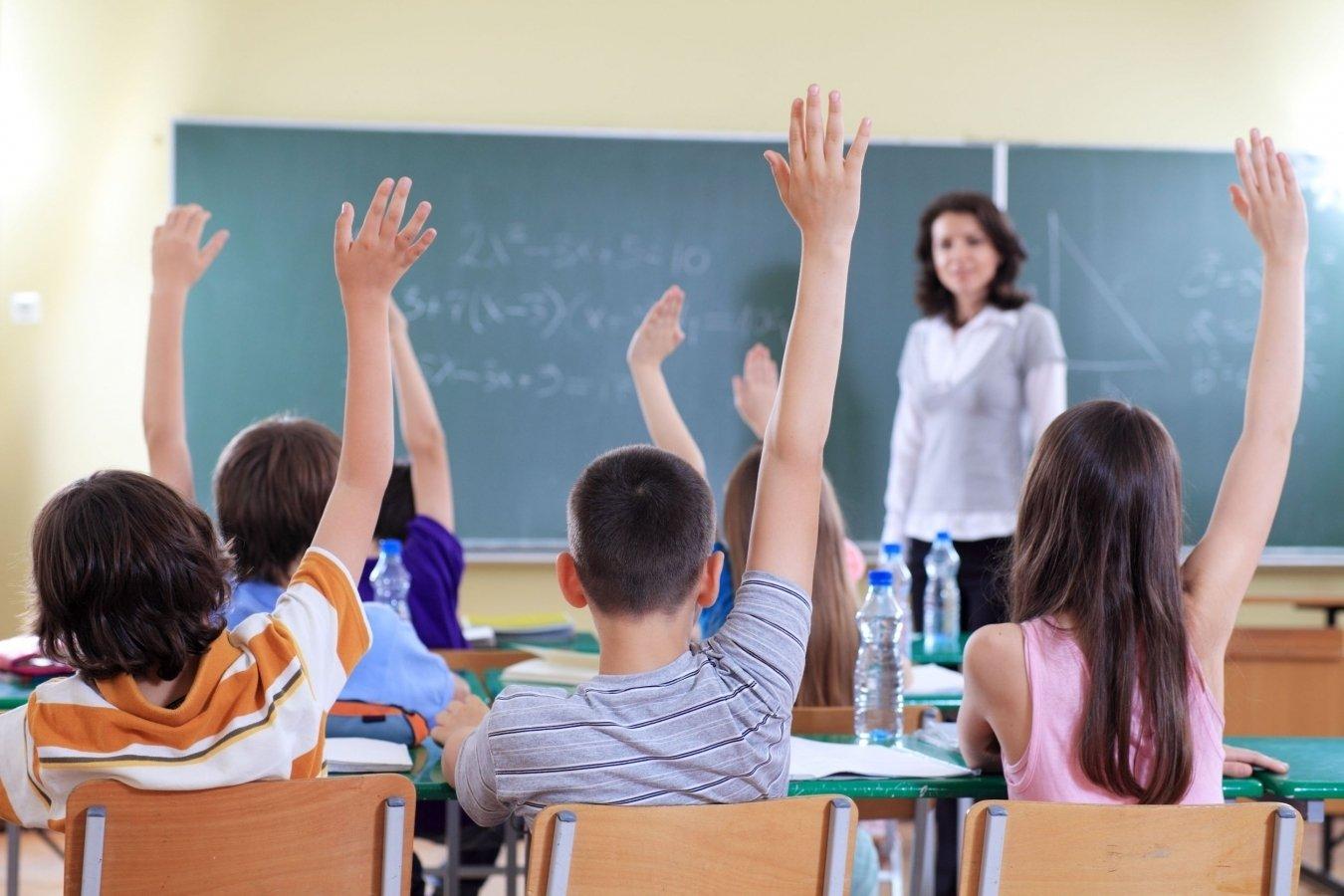 """Учителя могут обсуждать законопроект """"О статусе педагога"""" по WhatsApp"""