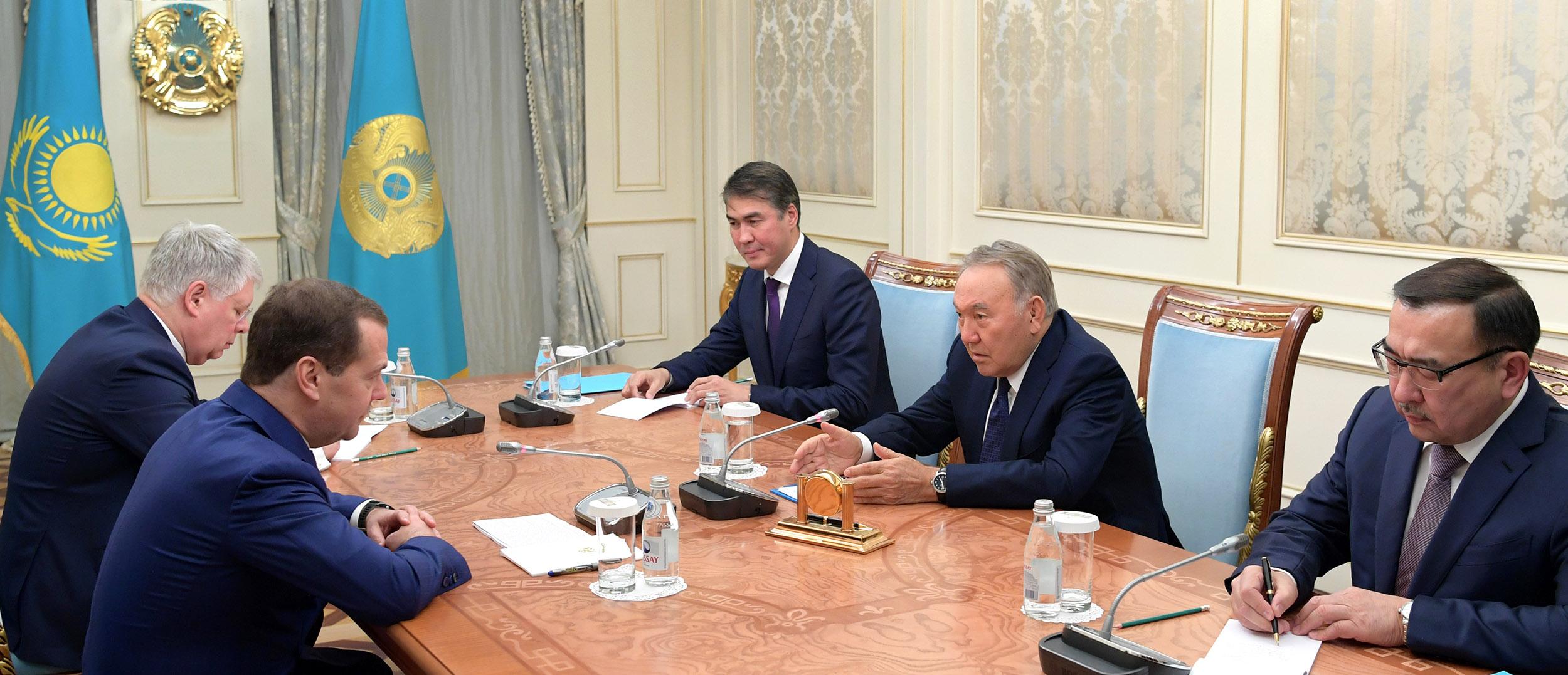 Нурсултан Назарбаев назвал отношения с Россией образцовыми