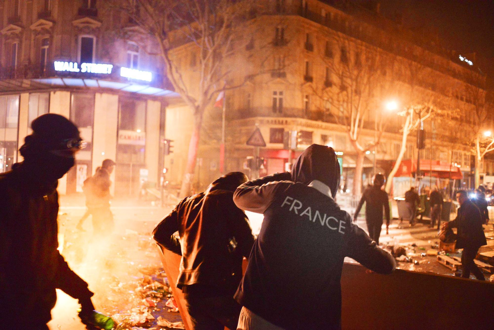 Во Франции проходят протесты против роста цен на бензин