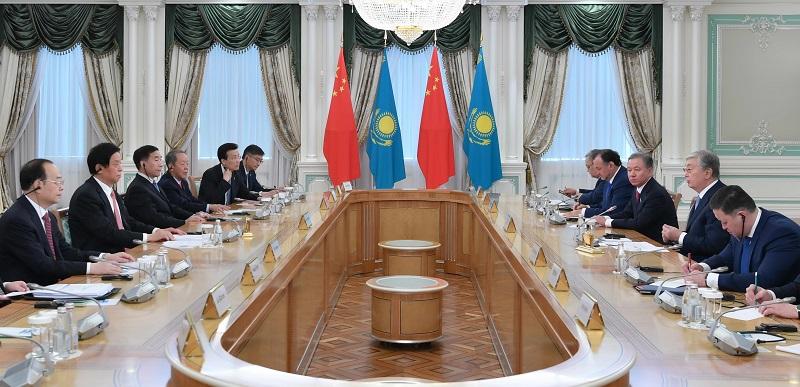 Касым-Жомарт Токаев провел встречу с Ли Чжаньшу