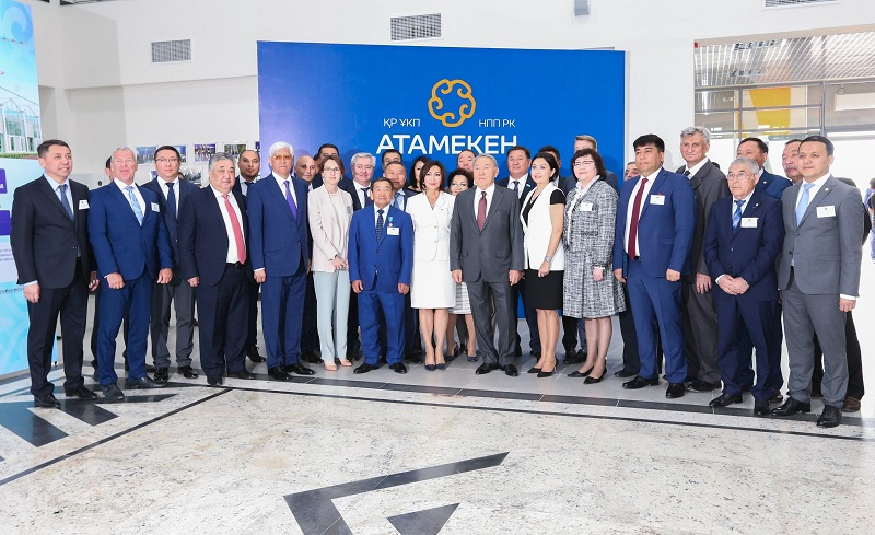 Нурсултан Назарбаев посетил Центр обслуживания предпринимателей в Талдыкоргане