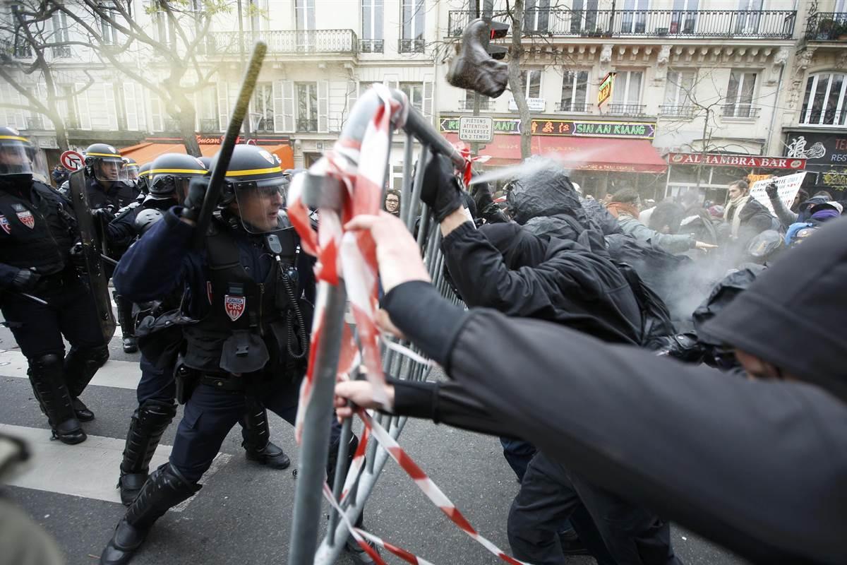 В Париже завершились протесты «желтых жилетов»
