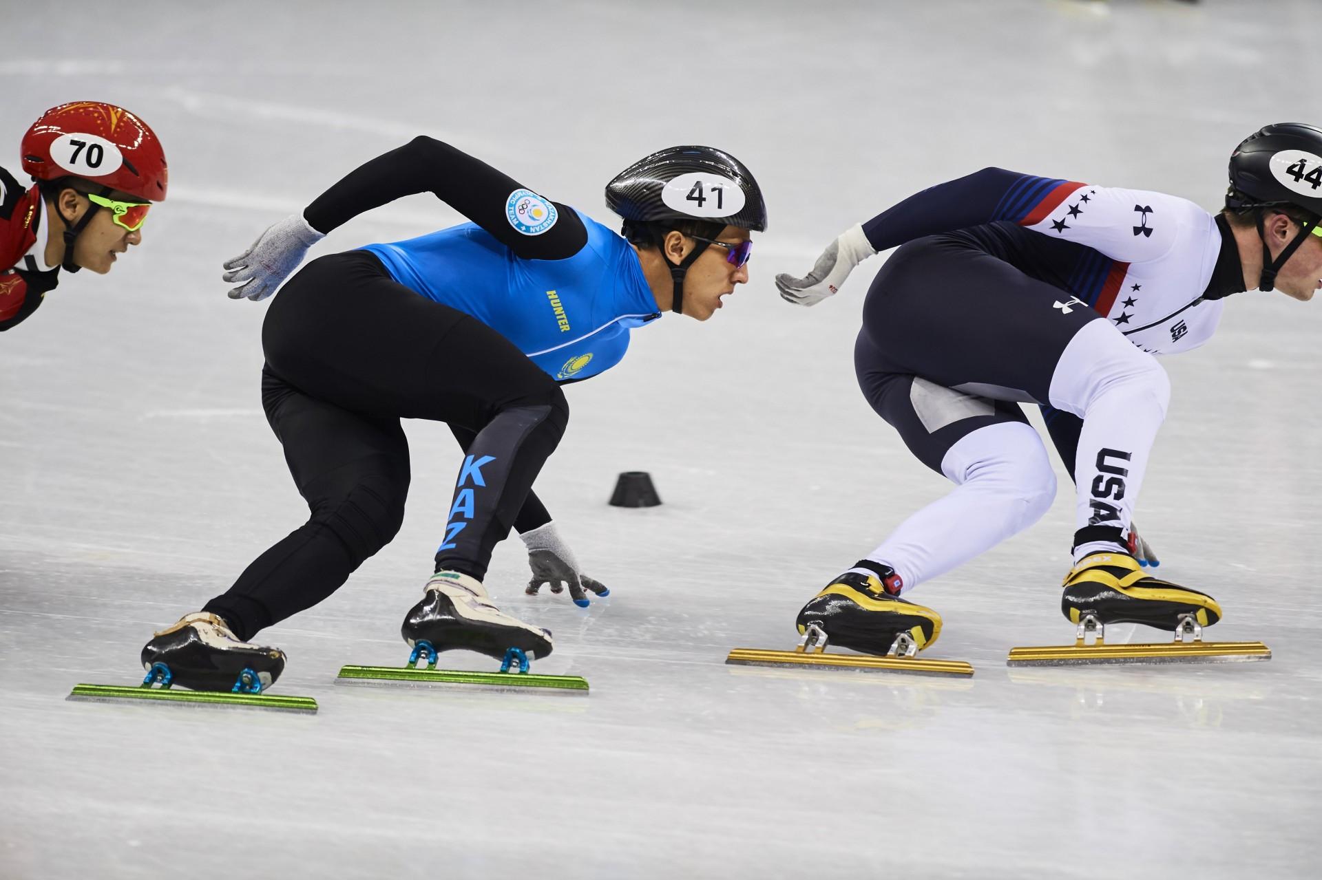Три казахстанских команды вышли в полуфинал Кубка мира по шорт-треку