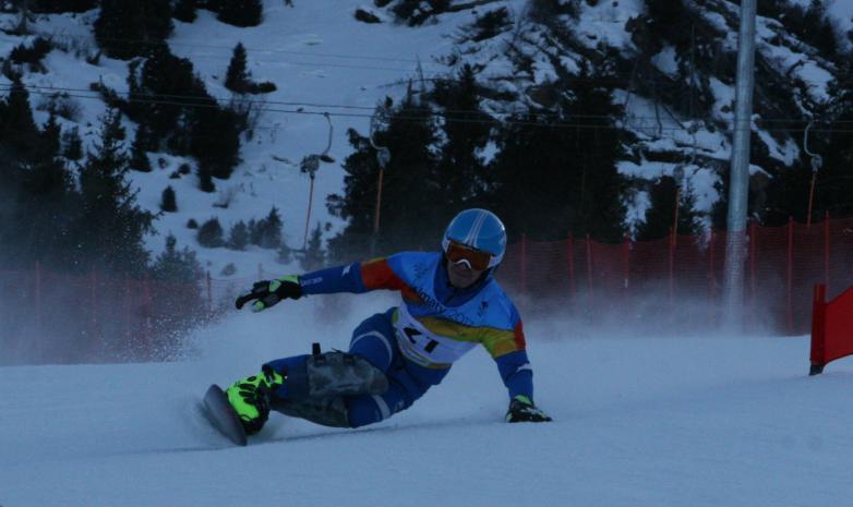 Роллан Садыков успешно выступил на чемпионате Болгарии по сноуборду
