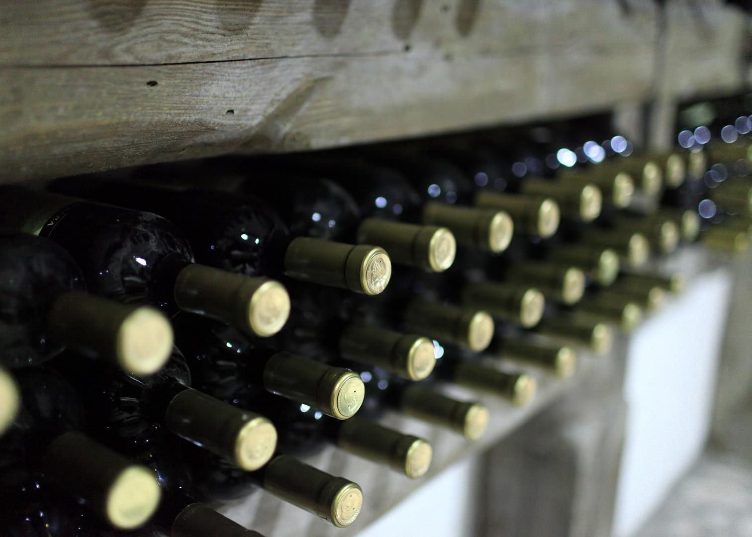 18 литров контрафактного вина изъяли казахстанские пограничники в Мангистау