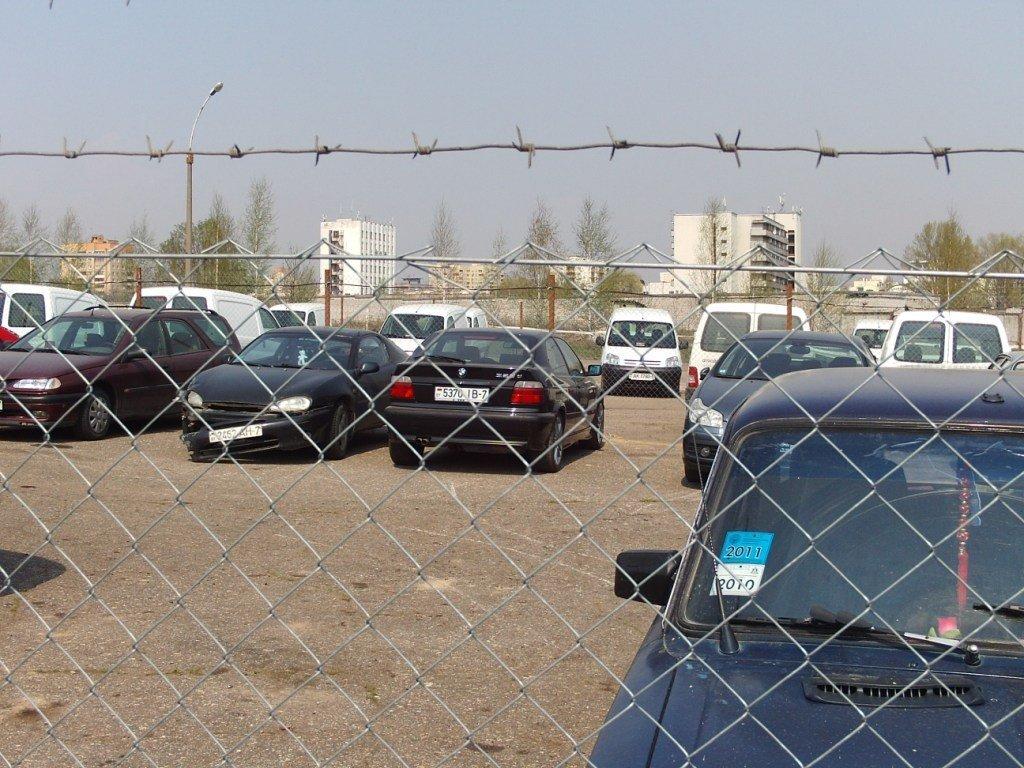 224 автомобиля попали на штрафстоянку в ЗКО за долги автовладельцев
