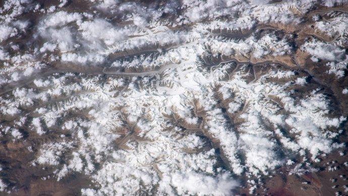 Фотографии пика Хан-Тенгри из космоса опубликовал российский космонавт