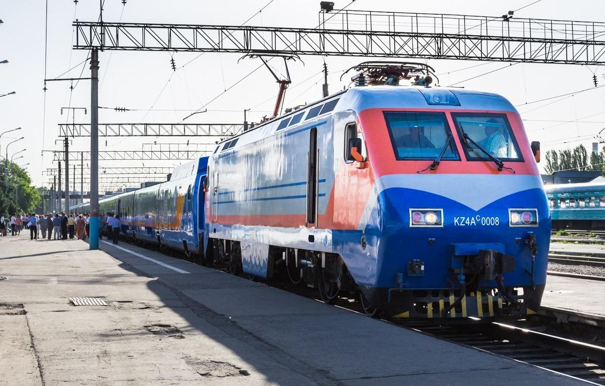 Туристический поезд будет курсировать между Туркестаном и Алматы