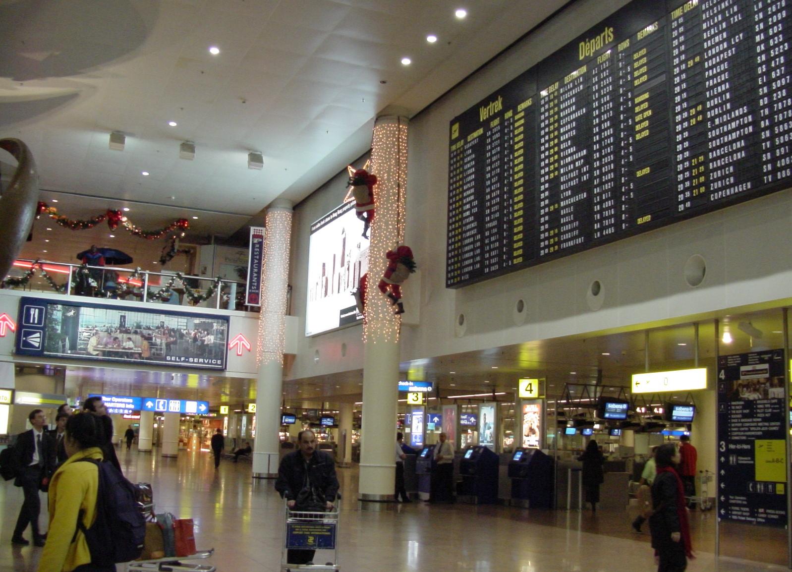 В аэропорту Брюсселя отменили более 120 рейсов из-за забастовки грузчиков