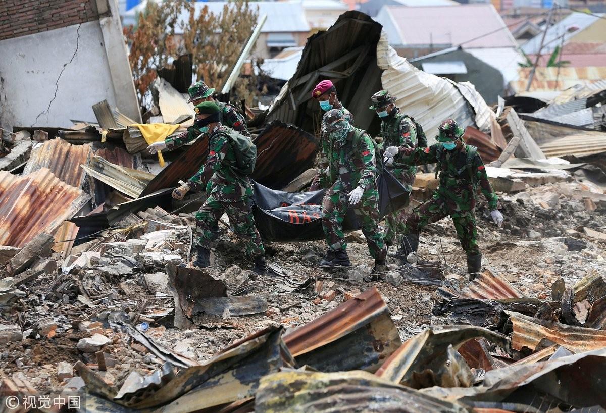 Число жертв землетрясения и цунами в Индонезии превысило 1,7 тыс. человек