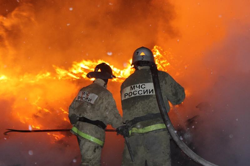 10-метровый факел пожара потушили на НПЗ в Москве