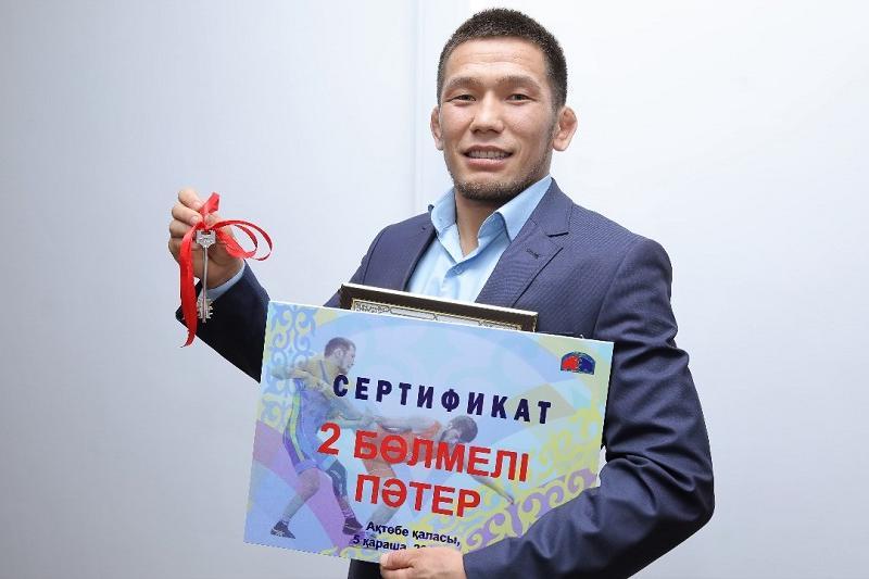 Әлем чемпионатының күміс жүлдегері Нұрислам Санаевқа пәтер берілді