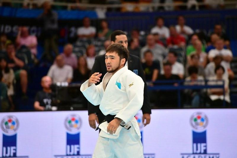 Елдос Сметов стал третьим на турнире по дзюдо в Париже