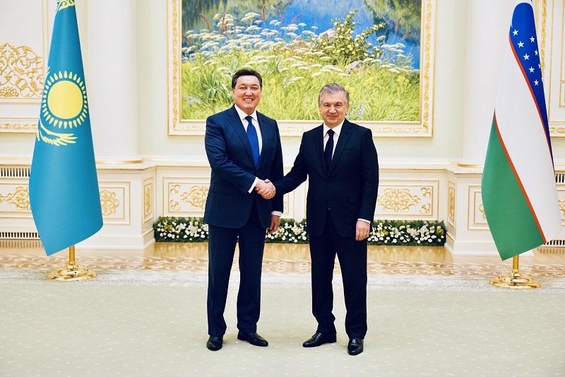 Аскар Мамин встретился с президентом Узбекистана Шавкатом Мирзиёевым
