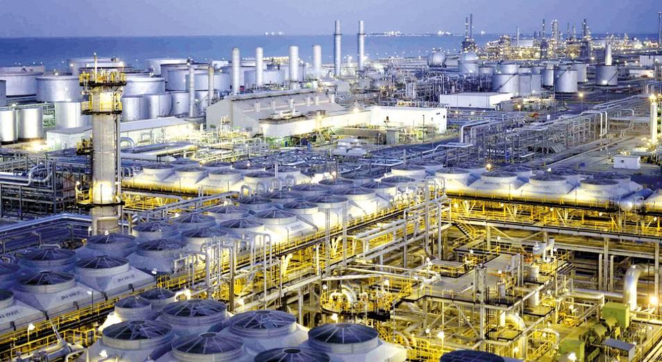 Добыча 5,7 млн баррелей нефти в Саудовской Аравии приостановлена