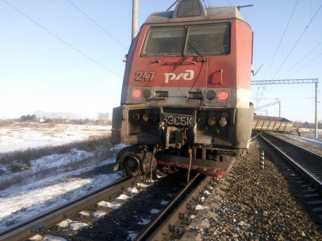 Количество погибших при столкновении автобуса с поездом в Саратовской области возросло до пяти