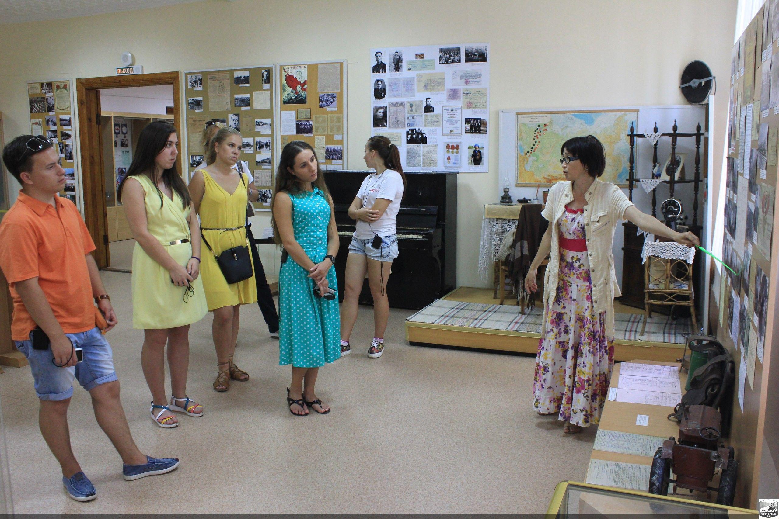 Найденное фермером каменное изваяние воина попало в музей Костанайской области
