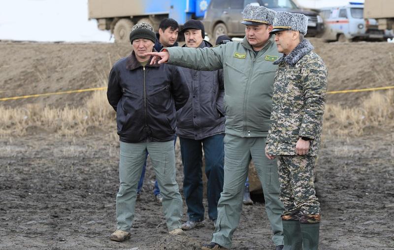 Министр обороны РК прибыл на место крушения вертолета