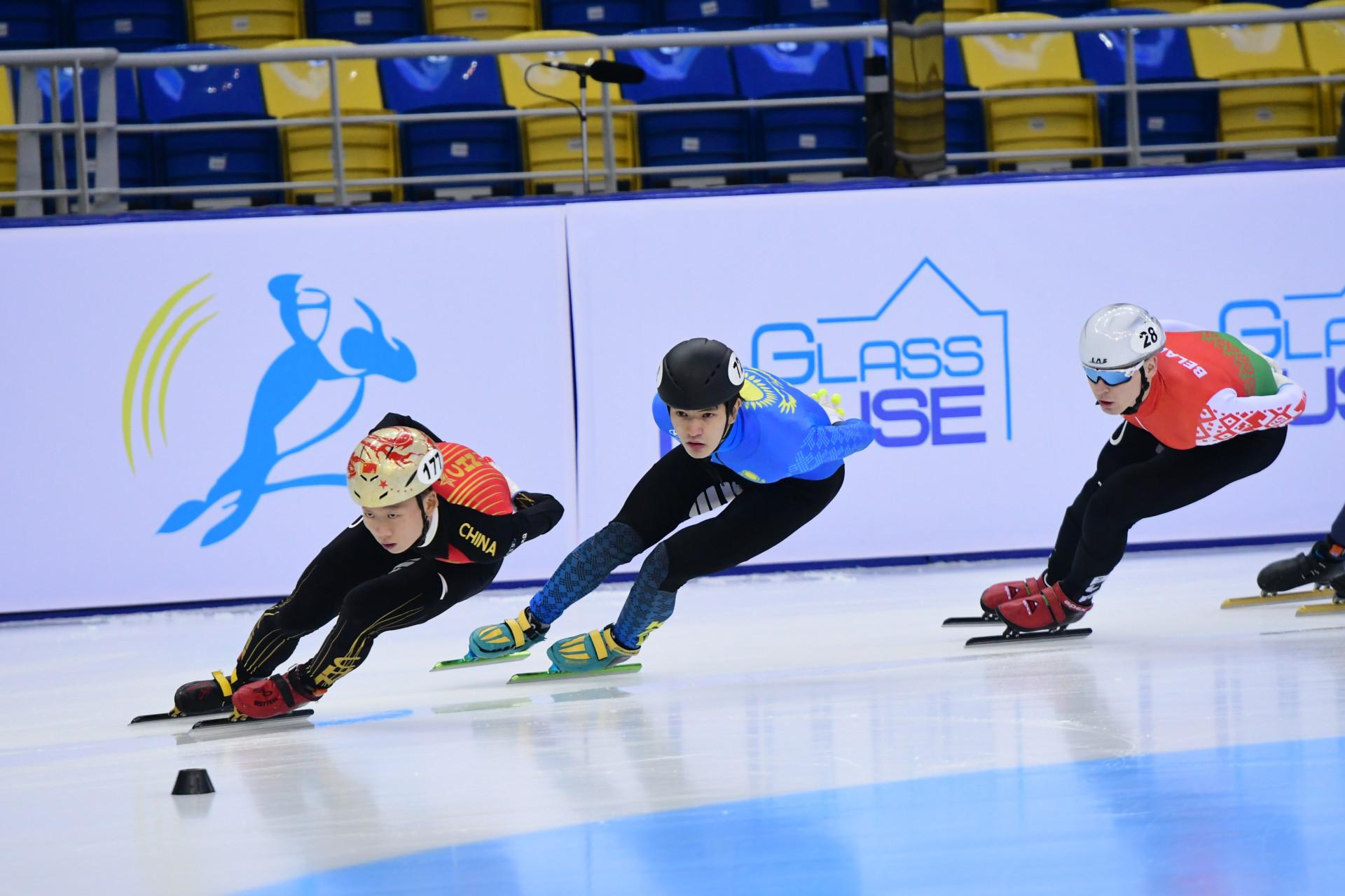 Казахстанец удерживает за собой пятое место общего зачета Кубка мира по шорт-треку
