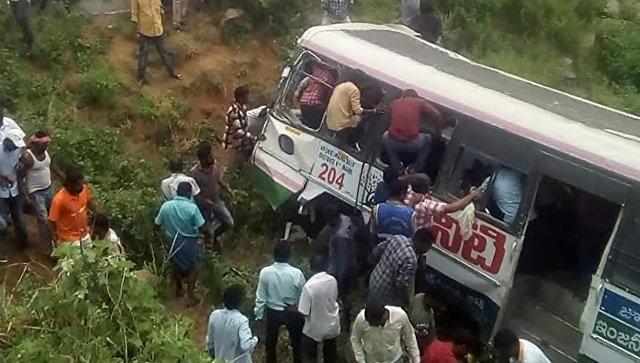 Үндістанда автобус апатынан 50 адам көз жұмды
