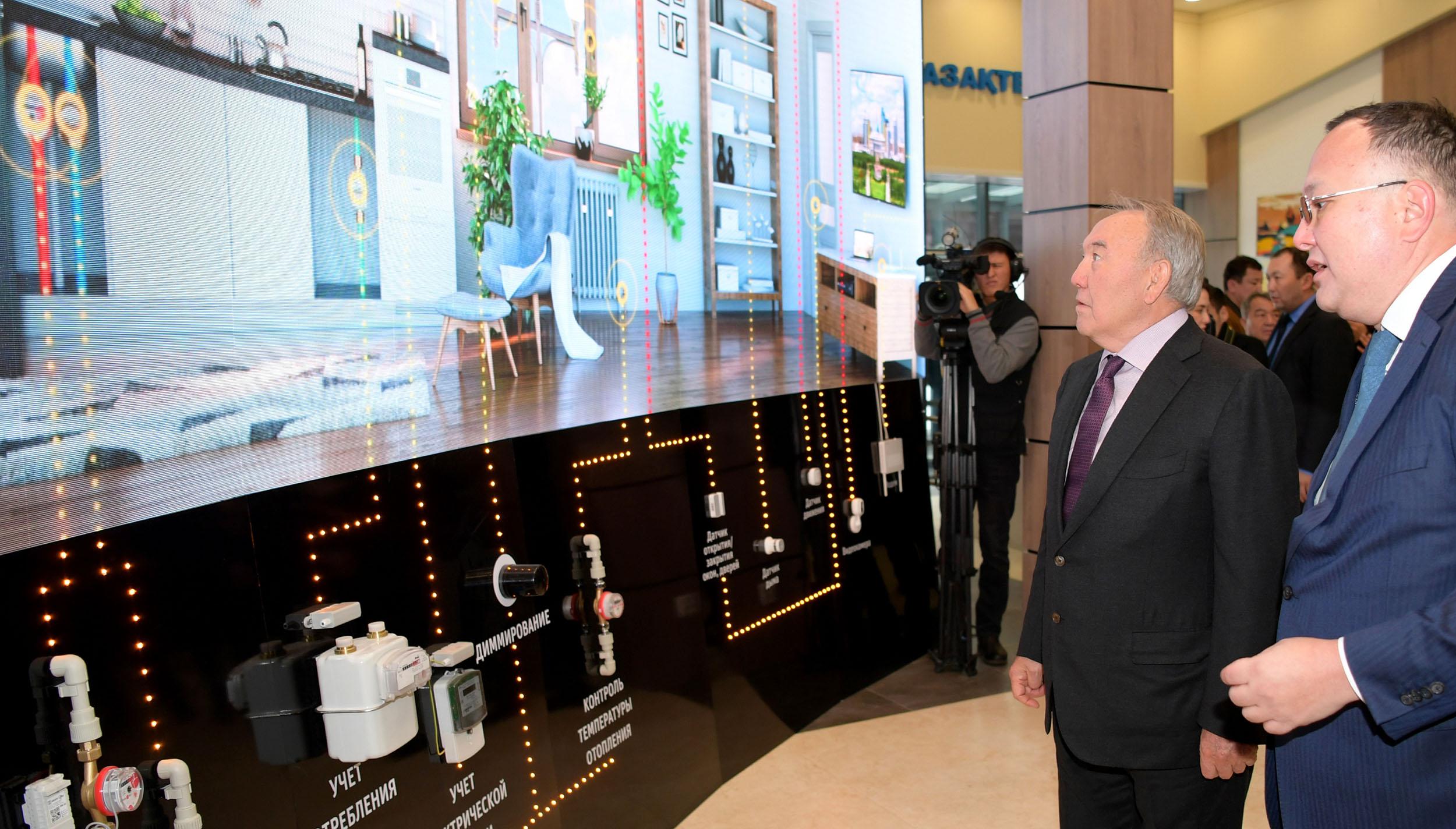 Нұрсұлтан Назарбаев Smart Aqkol ахуалдық орталығына барды