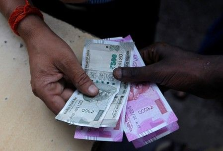 Үндістан корпоративтік салықты 20 млрд долларға қысқартпақ