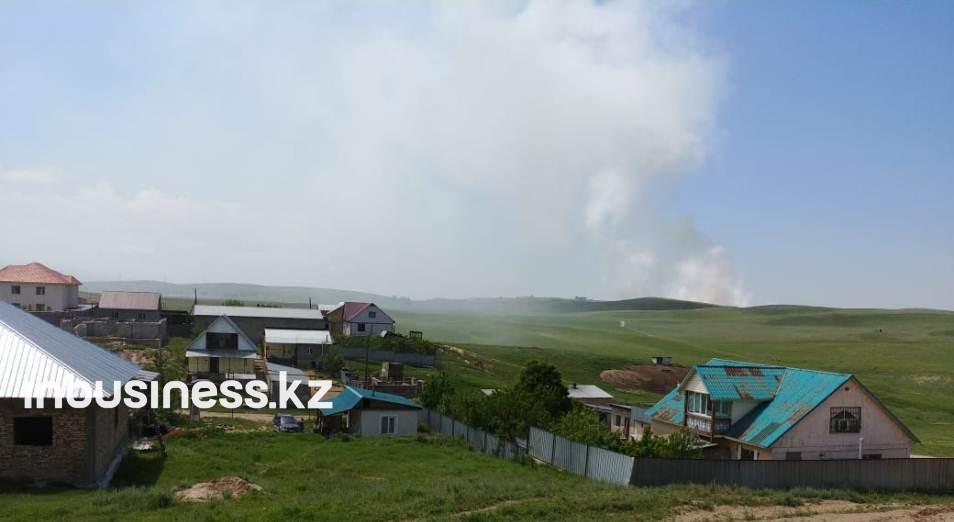 Площадь тления на мусорной свалке в Алматинской области пока удалось сократить на треть