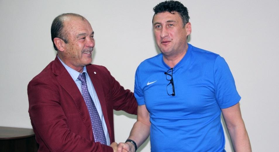 kazak-klubtarynyn-ten-zhartysy-bas-bapkerin-auystyrdy