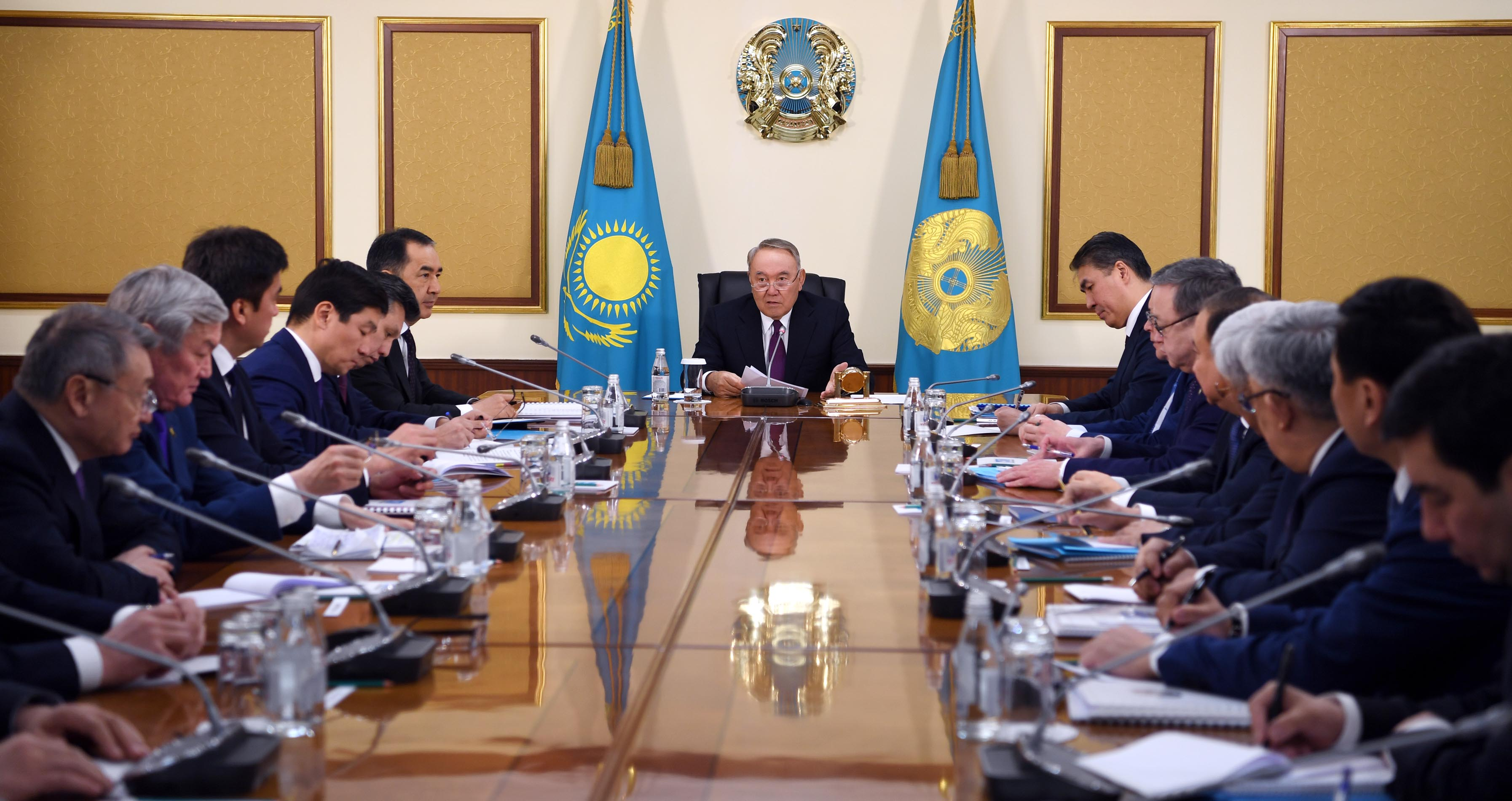 Нурсултан Назарбаев провел совещание с акимами регионов и Алматы, Астаны и Шымкента