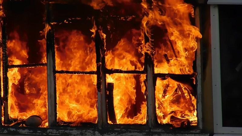 Три человека погибли в пожаре в вахтовом посёлке Тенгиз