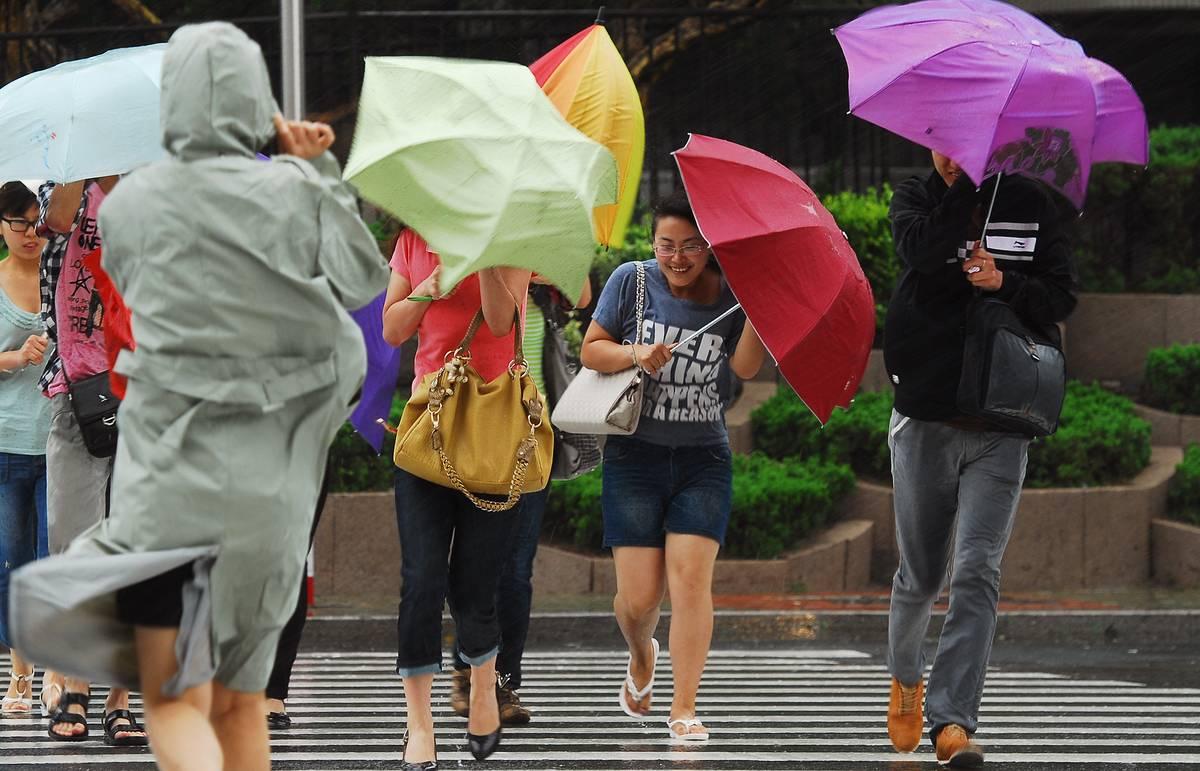 """В Китае объявили желтый уровень опасности из-за тайфуна """"Митаг"""""""