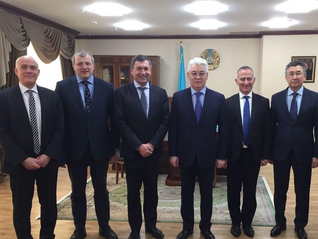 Министр оборонной и аэрокосмической промышленности РК встретился с руководством компании Airbus