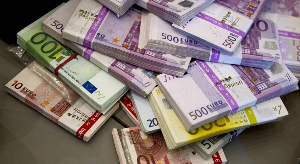 v-kazahstane-prodolzhaet-rasti-spros-na-evro