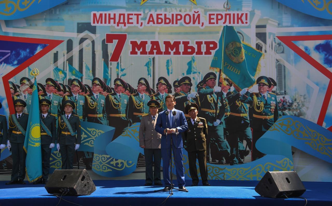 Аким Алматы поздравил горожан с Днем защитника Отечества