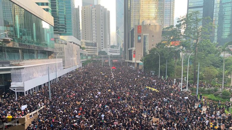 В Гонконге в День образования КНР проходят многотысячные акции протеста, несмотря на запрет полиции