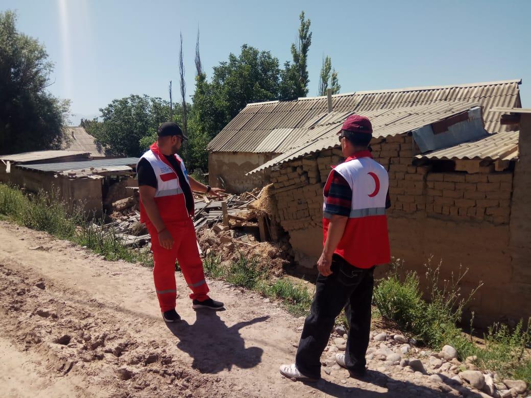 Красный Полумесяц РК и Фонд Булата Утемуратова оказали помощь пострадавшим от селевого потока в Шымкенте