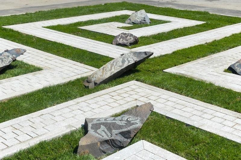 В Алматы появятся памятники Шамши Калдаякову и Балуану Шолаку