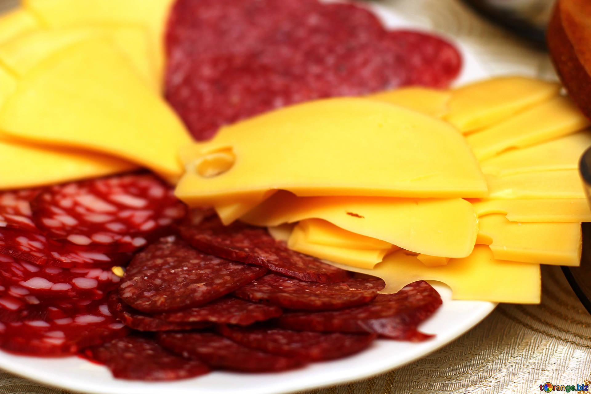 Колбасу и сыры намерены проверить на фальсификат и наличие антибиотиков в России