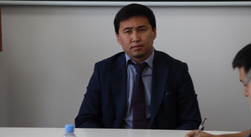 Заместителю акима Усть-Каменогорска сделали замечание за авто