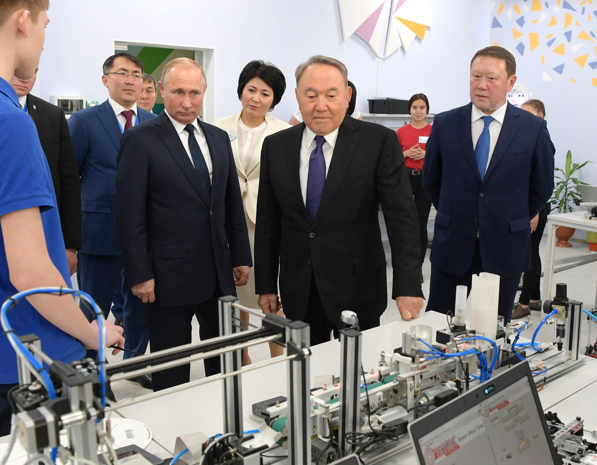 Президенты Казахстана и России посетили Дворец школьников в Павлодаре