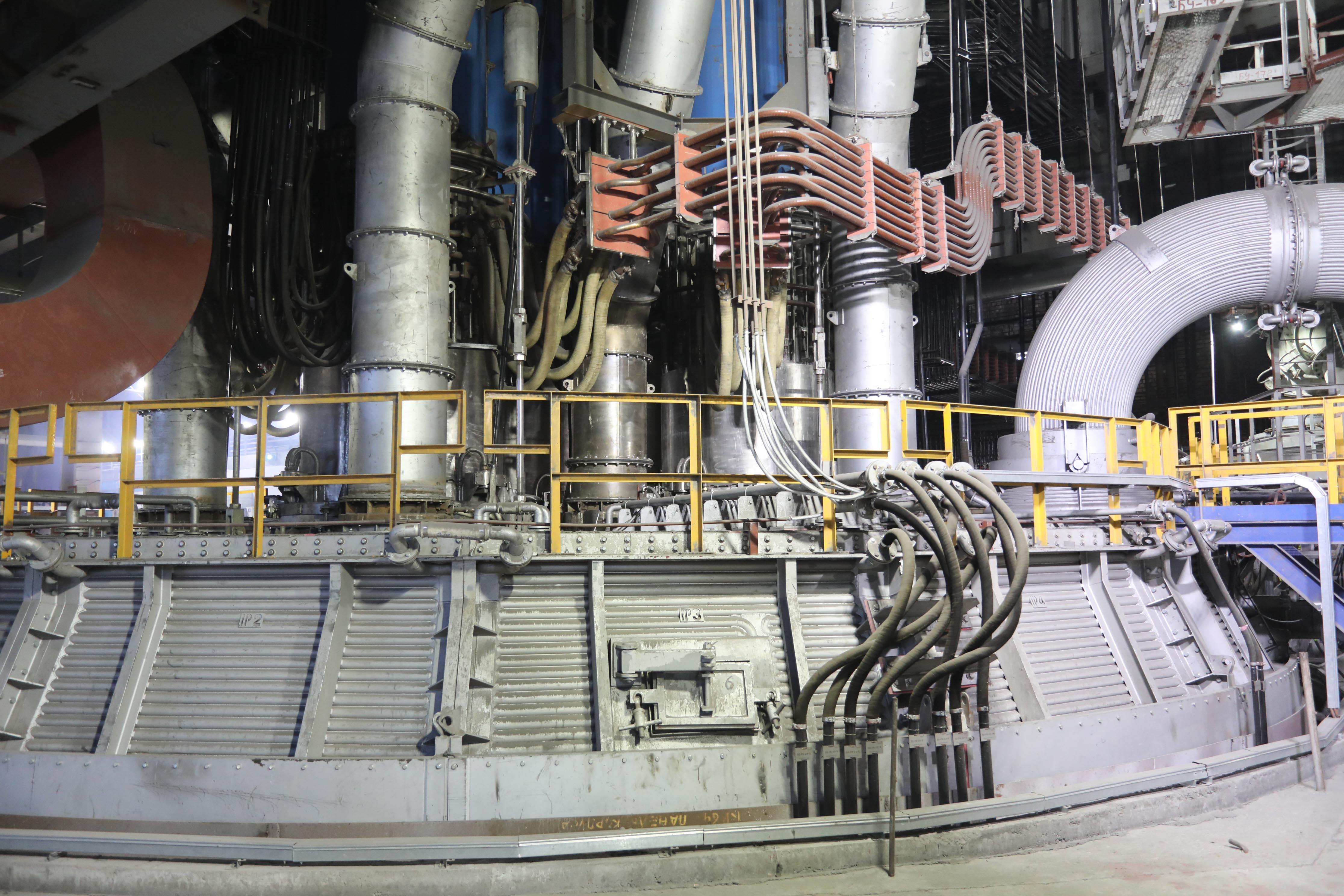 На Аксуском заводе ферросплавов запустили инновационную печь