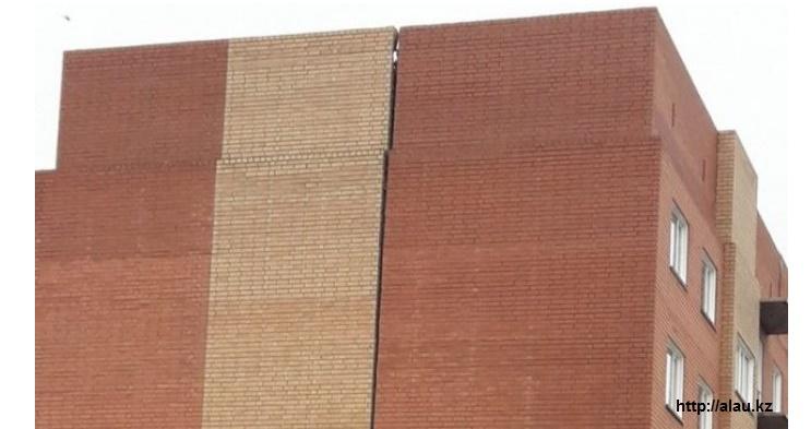 В Костанае строящаяся многоэтажка дала трещину
