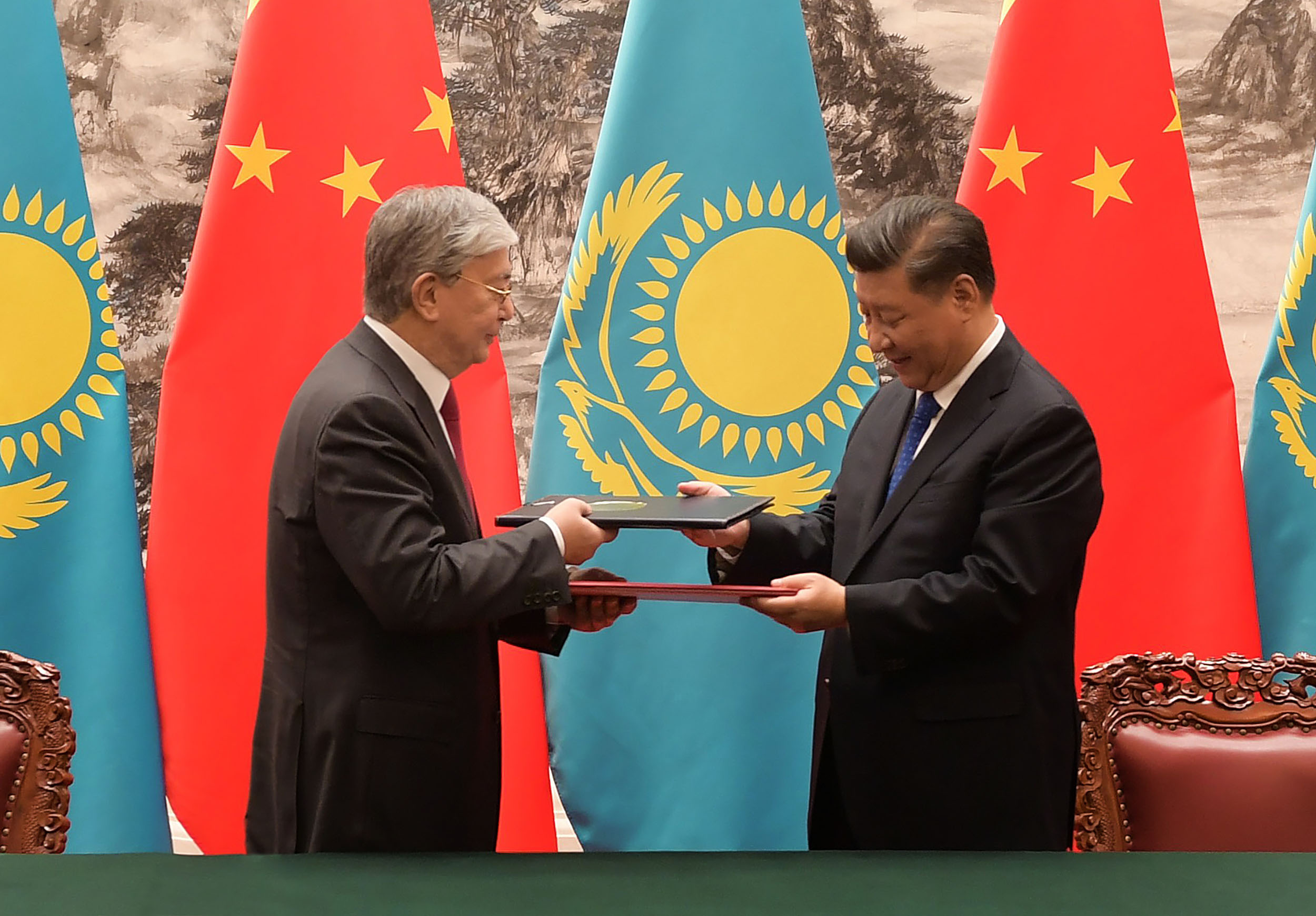 Президенттің Қытайға сапары барысында 10-ға тарта екіжақты келісімге қол қойылды