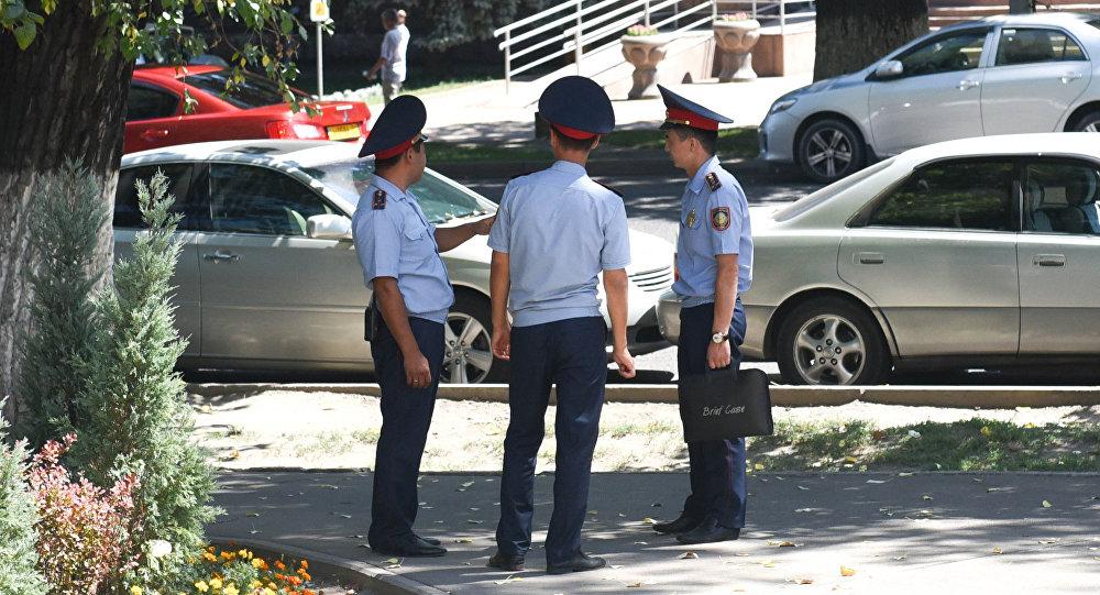 Полицейские Алматы выйдут на подворовой обход