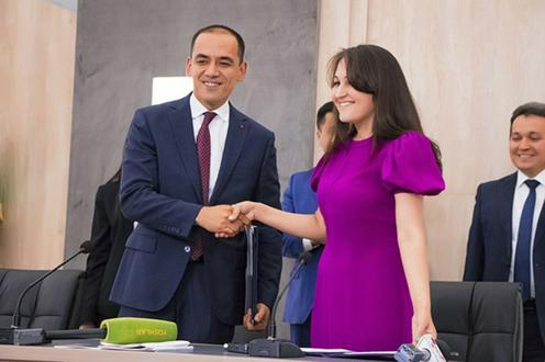 Өзбекстан мұғалімдерге мобильді байланысты арзандатты