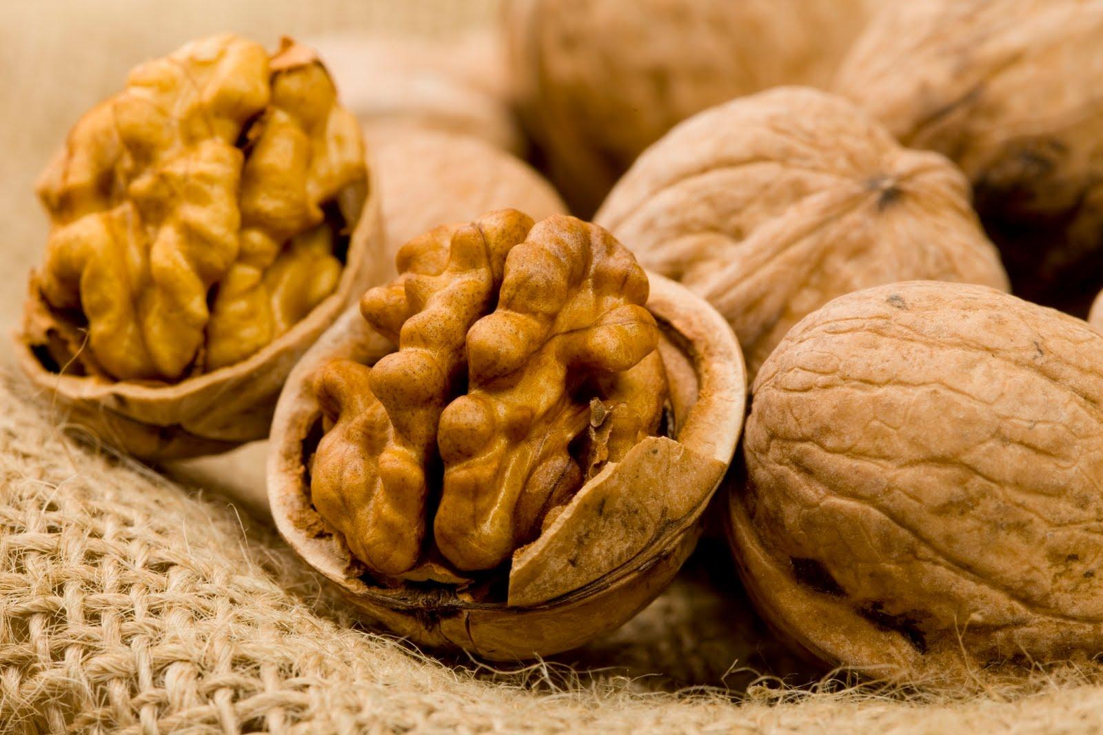 57 мешков грецких орехов пытались ввезти контрабандой в Казахстан из России